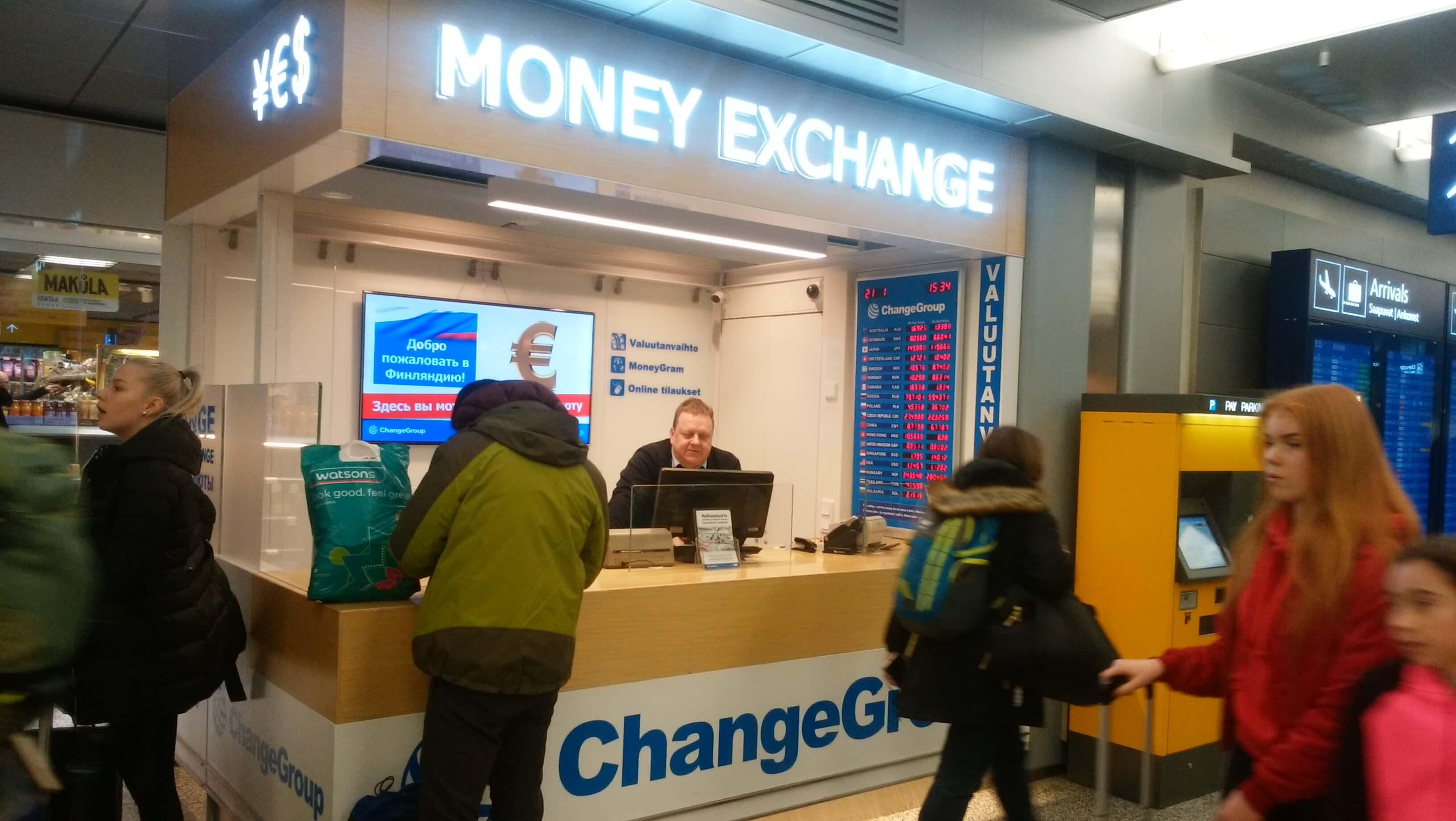 ヘルシンキ・ヴァンダー空港の両替所。日本円からユーロへは149.6円、ユーロから円へは119円で両替できる