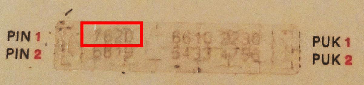 プリペイドSIMの銀部分をはがした。PIN1の4桁だけ打ち込めばよい