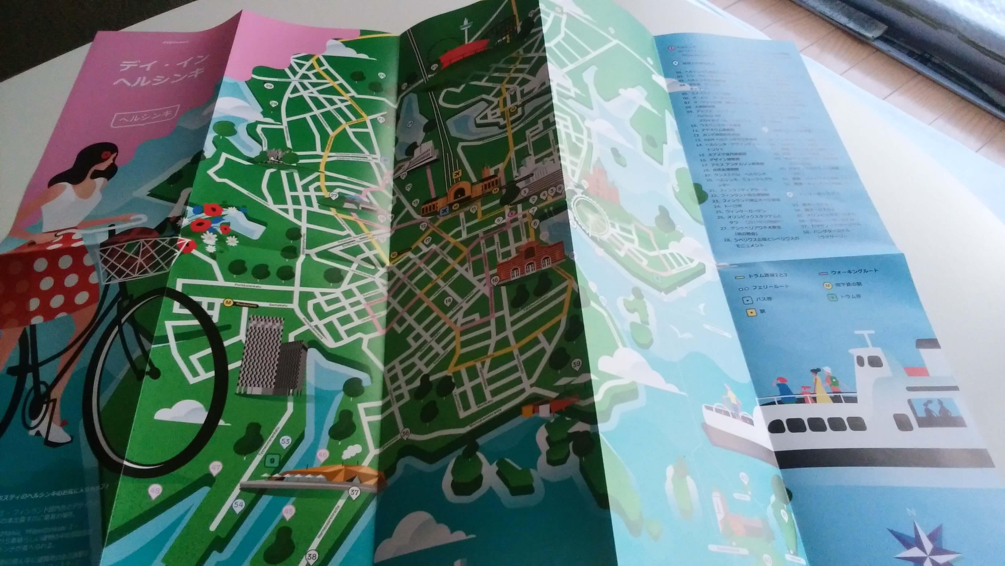 パンフレットの中にはヘルシンキの地図がカラフルに載っていた