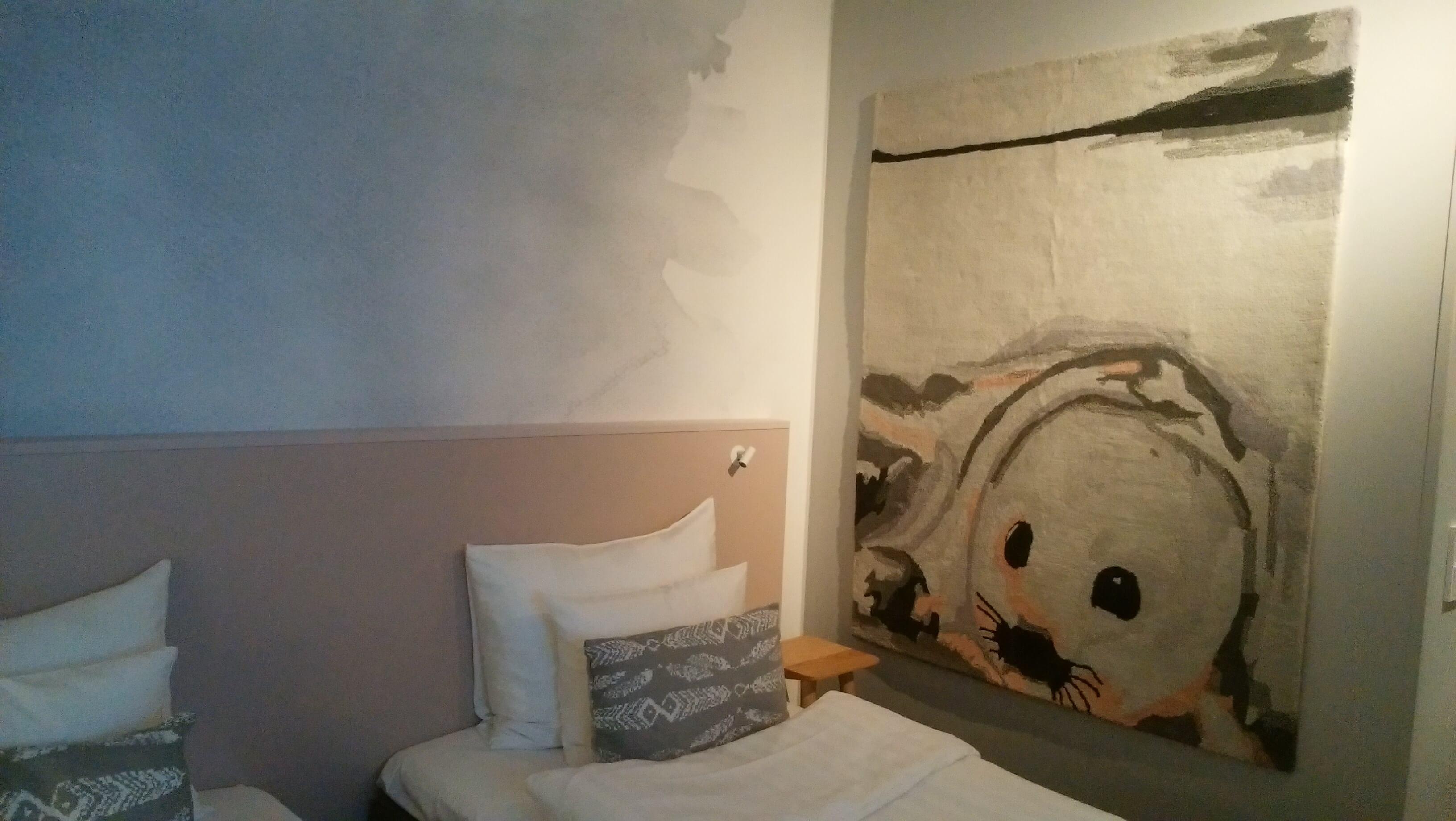 ソコスプレジデンティーの部屋にはアザラシのタペストリーが飾ってあった
