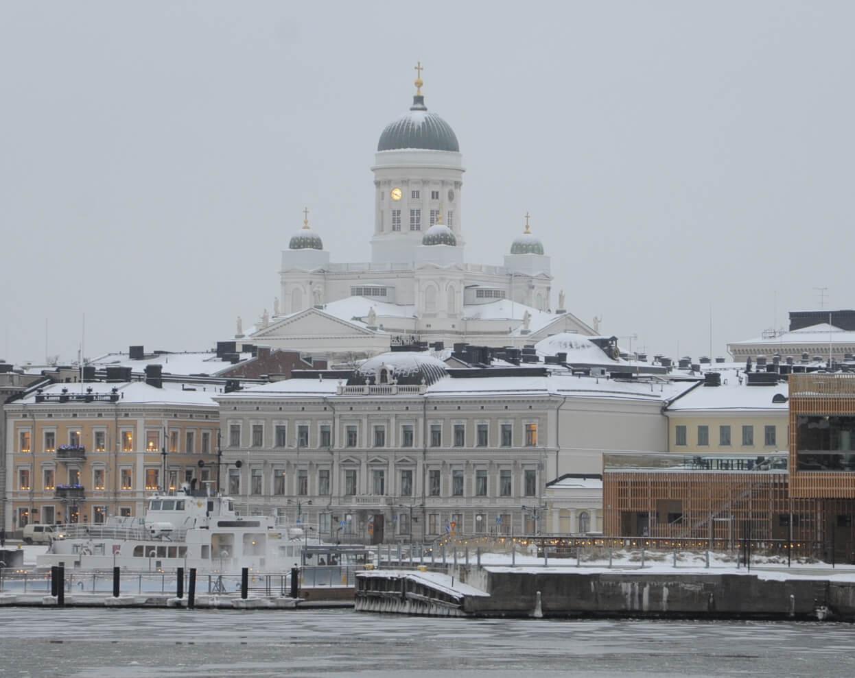 ヘルシンキ大聖堂をフェリーから写した景色。パンフレットにもよく出てくる絵だ