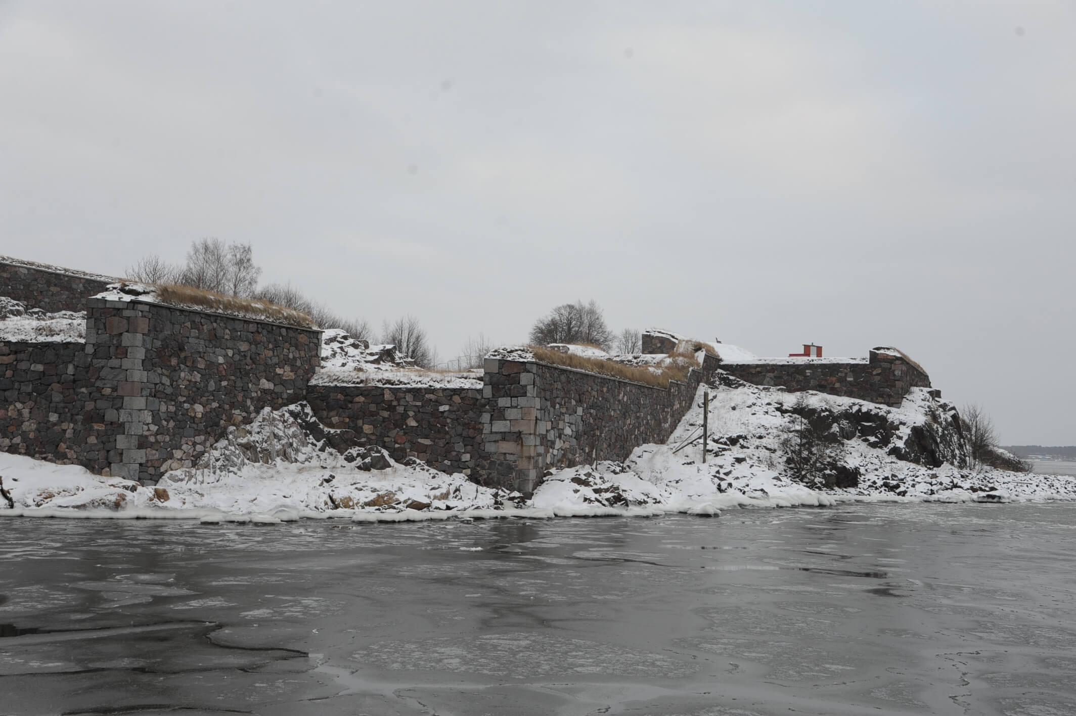スオメンリンナ要塞の分厚い壁