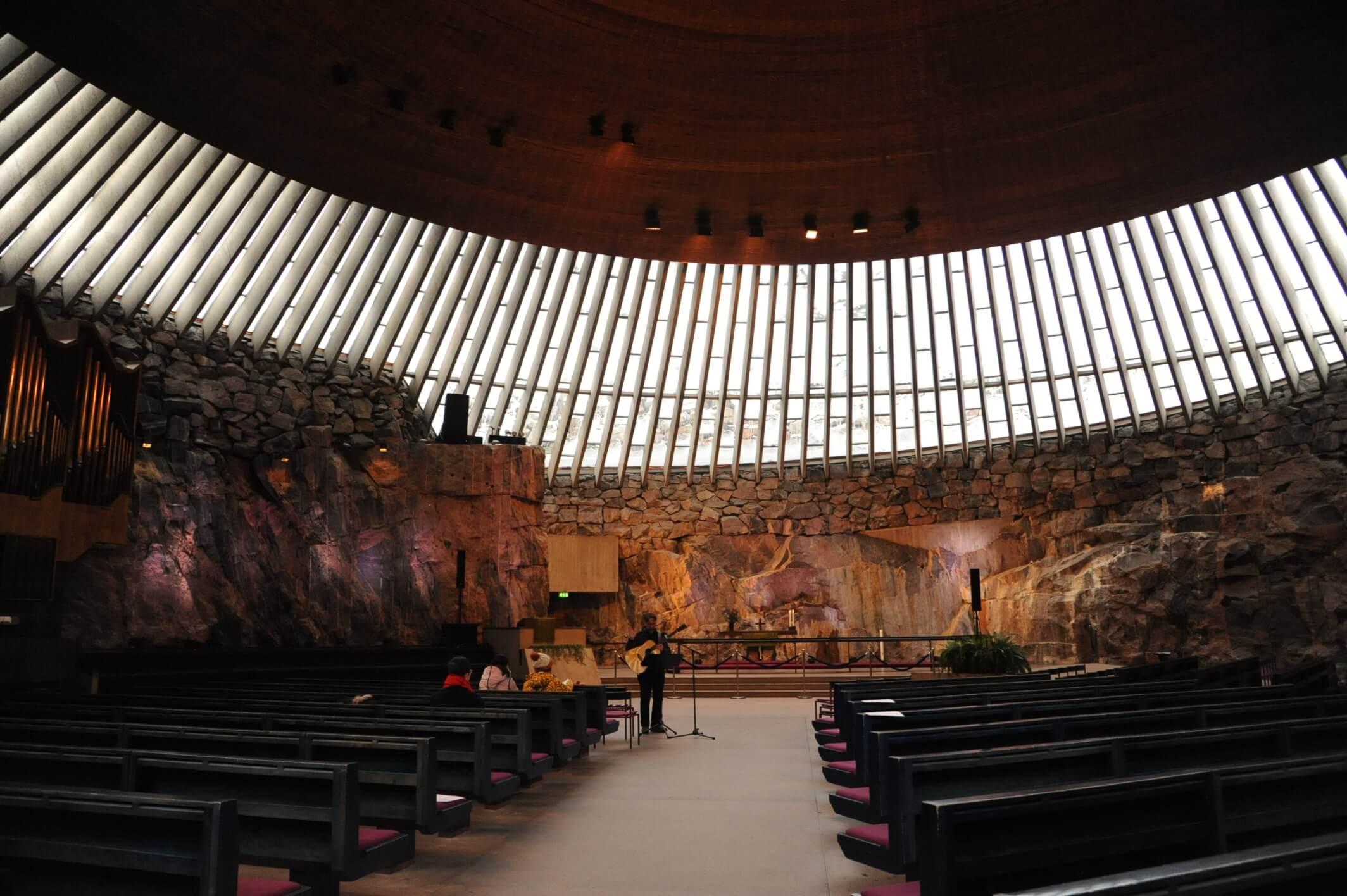 テンペリアウキオ教会はしばしばコンサートホールとしても使用されている