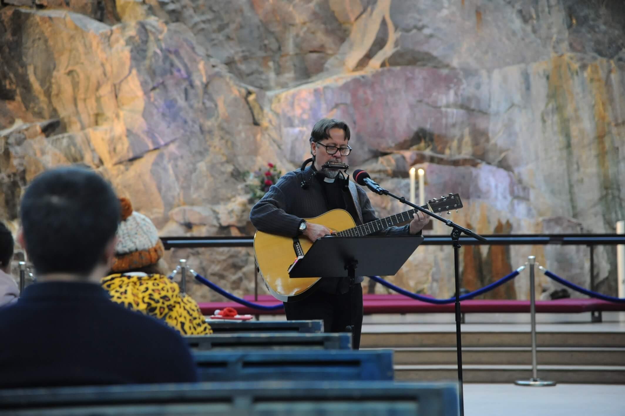 テンペリアウキオ教会で行われていたコンサートの様子