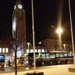 夜のヘルシンキ中央駅前