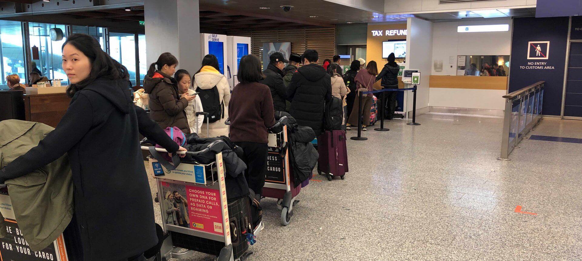 免税手続きは団体旅行客が一気に押し寄せてくる。申請はお早めに