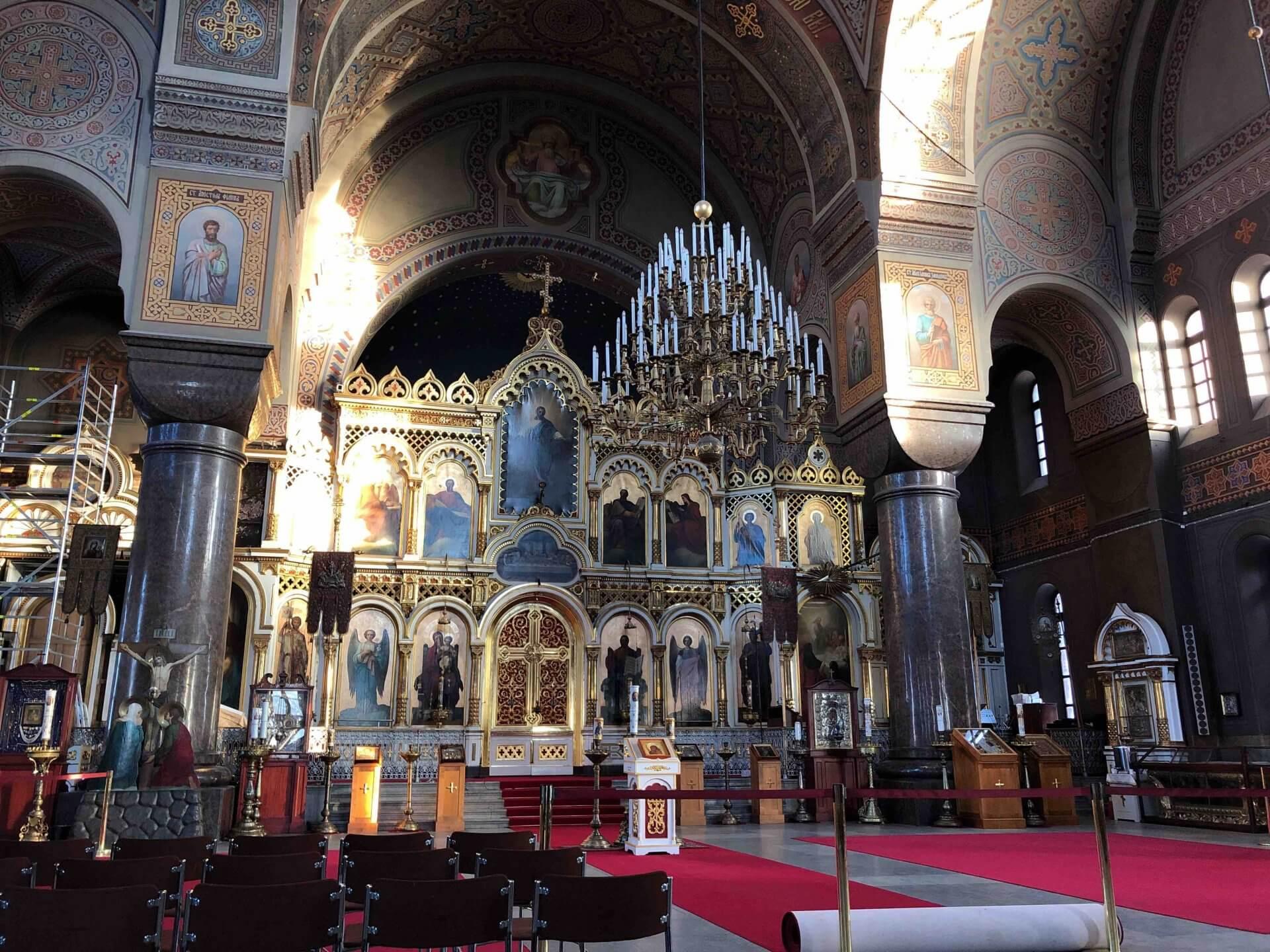 ウスペンスキー寺院の聖堂内部。静かで厳かな空気が流れていた