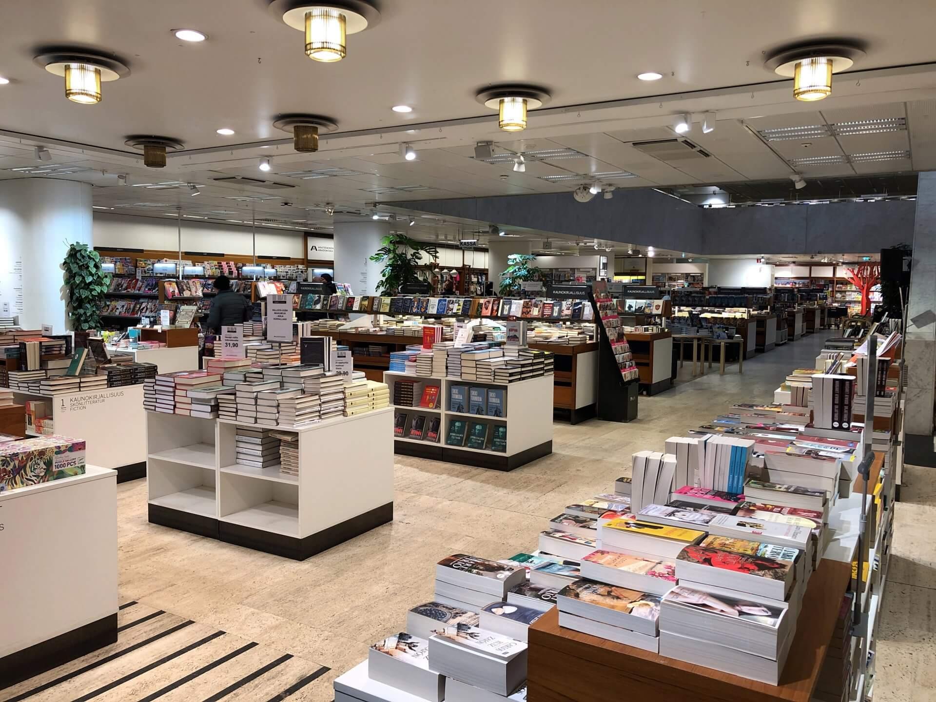 アカデミア書店1階入り口付近