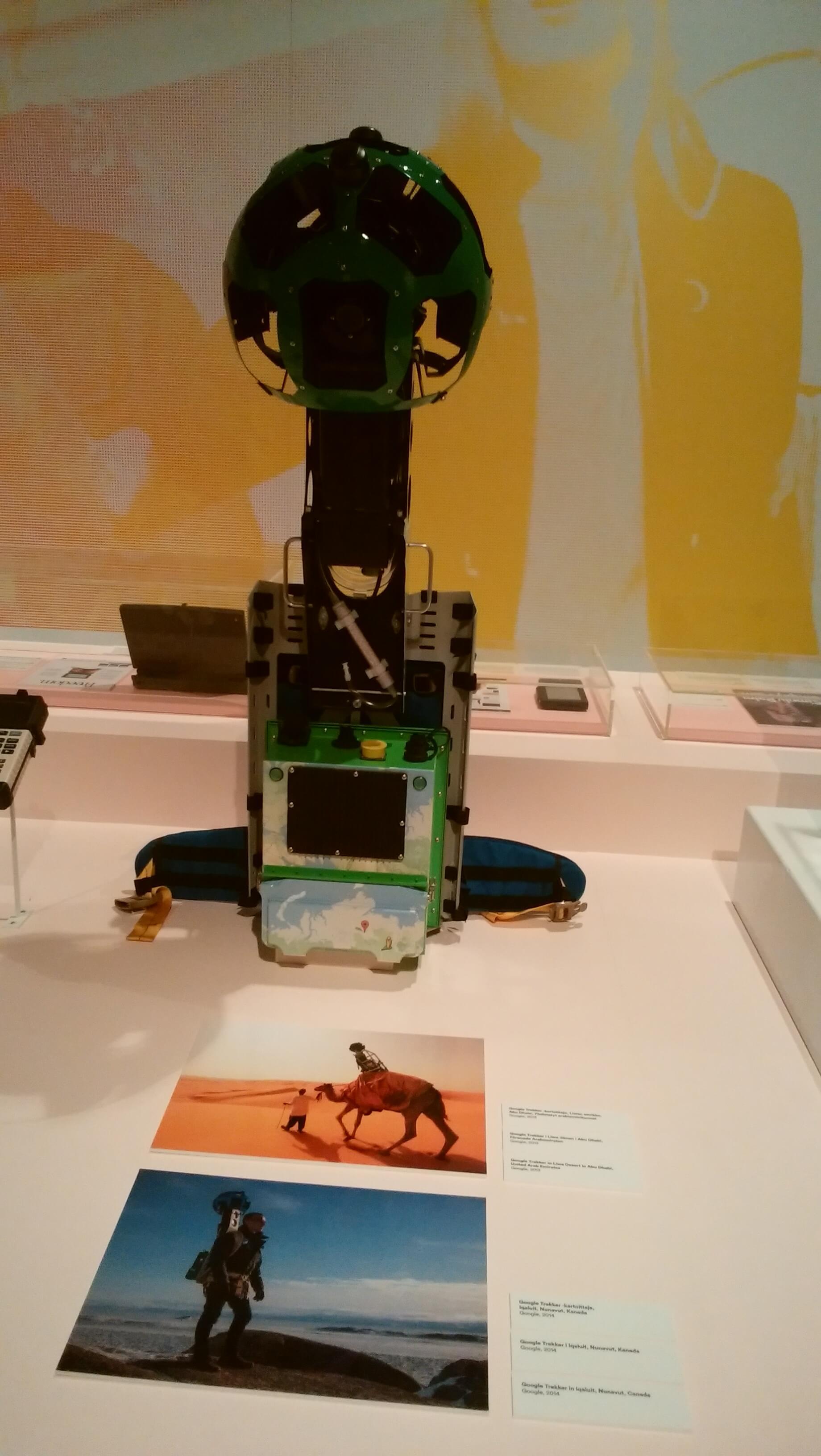 グーグルマップのストリートビューの撮影スタッフが背負う機械
