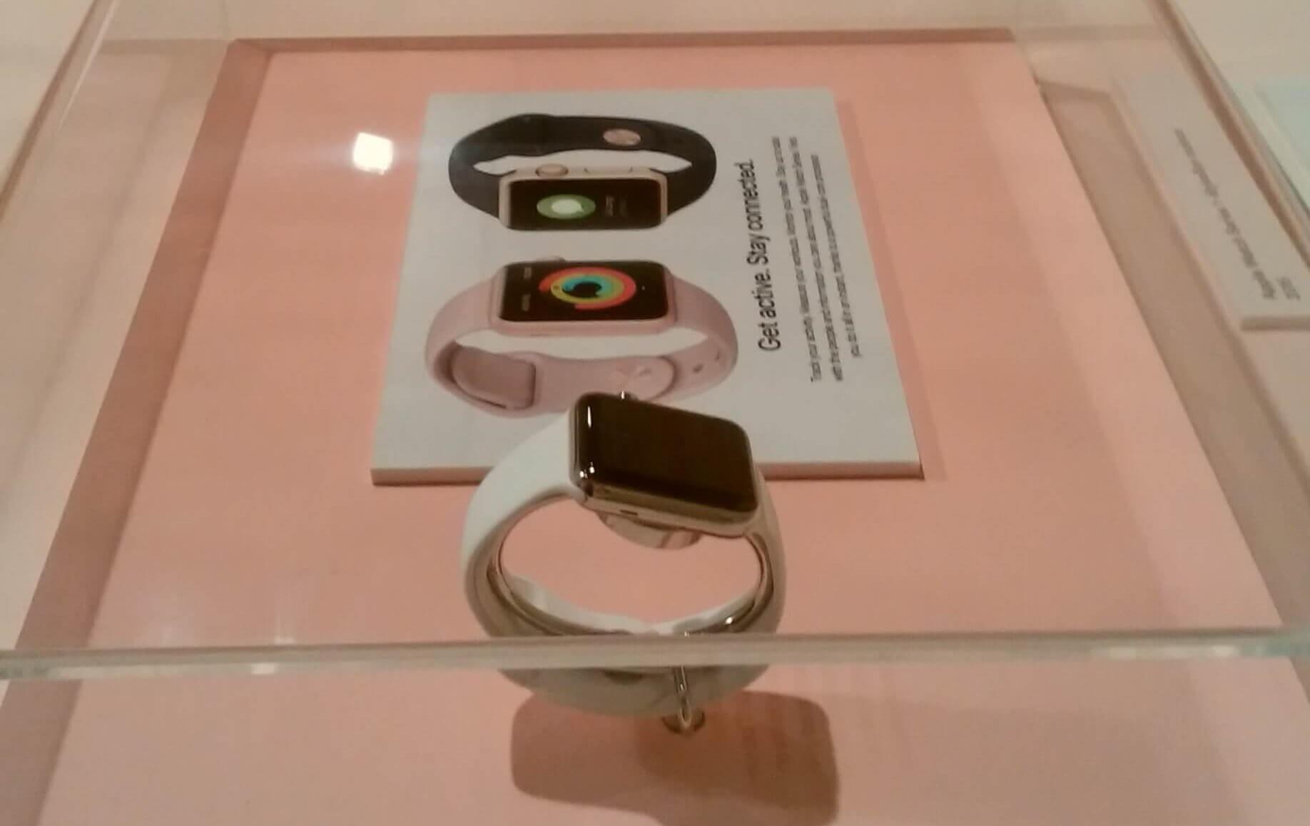 デザイン博物館企画展にはアップルウォッチも展示されていた