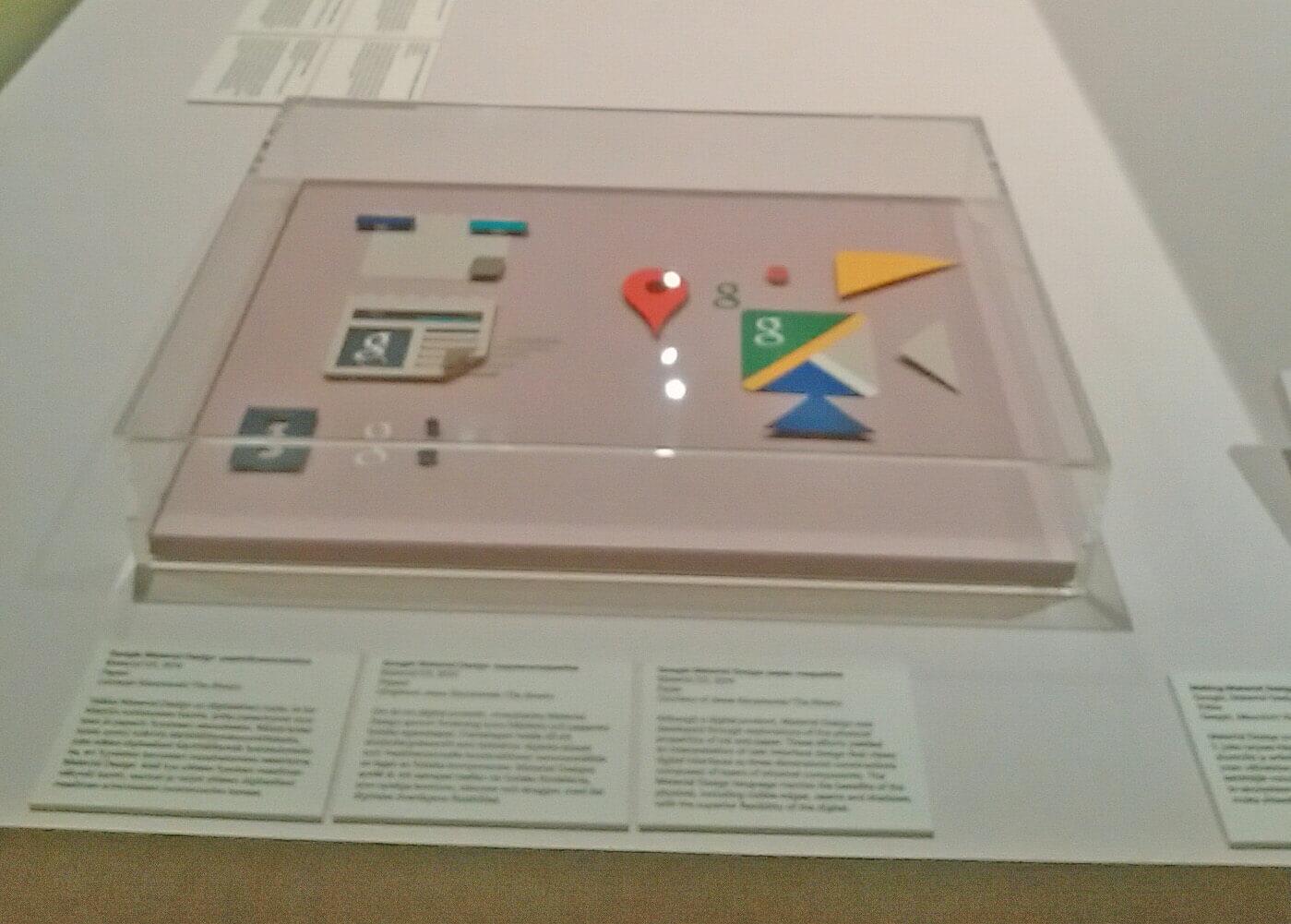 デザイン博物館2階の企画展。グーグルに関するアイコンデザインも展示